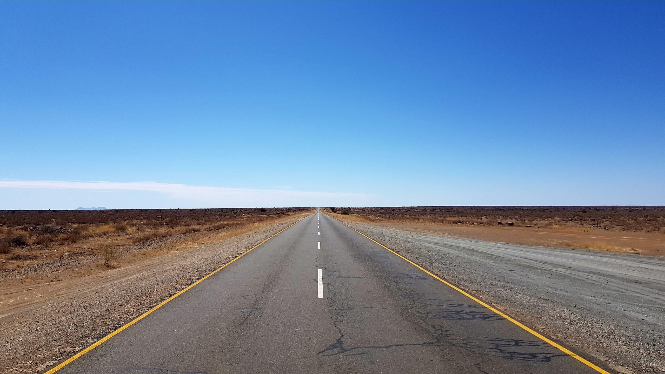 Landstraße // Nahe Keetmanshoop, Namibia